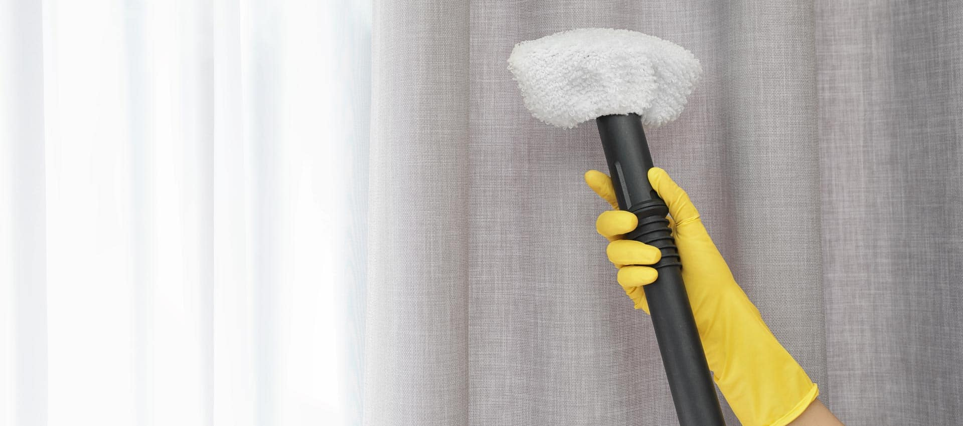 cleaner cleaning curtains
